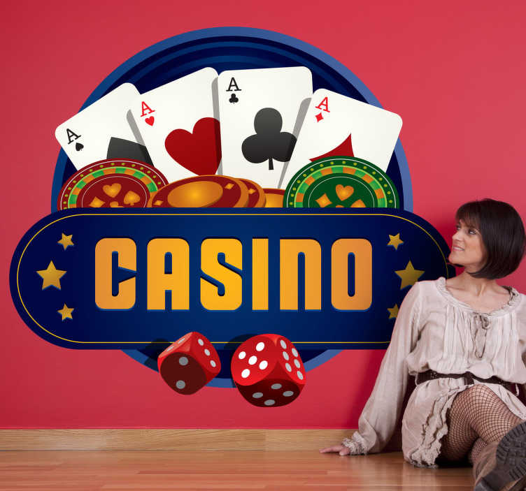 TenStickers. Vinil decorativo logo do casino. Decore as paredes do teu negócio ou da sua casa com este vinil autocolante com uma imagem do casino com um póker de ases, fichas de dinheiro e dados.