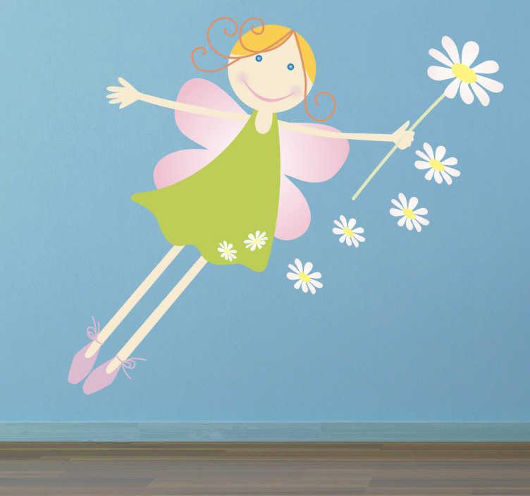 TenStickers. Fee mit Blume Aufkleber. Dekoratives Wandtattoo für das Kinderzimmer. Ffantastische Fee mit einem grünen Kleid und einem Gänseblümchen in der Hand.