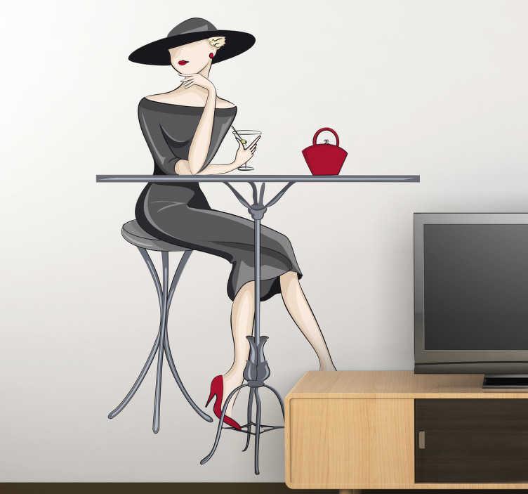 TENSTICKERS. エレガントなカクテルの女性の壁のステッカー. 女性のエレガントな壁のステッカーは、カクテルを飲むテーブルに座って、リビングルーム、キッチン、またはカフェを飾るのに最適です。あなたが望む任意のサイズで利用可能であり、除去されたときに粘着性残留物を残さない。