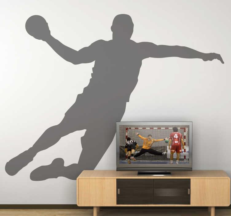 TenStickers. Naklejka dekoracyjna zawodnik piłka ręczna. Interesująca naklejka dekoracyjna przedstawiająca sylwetkę zawodnika piłki ręcznej podczas przymierzania się do rzutu piłki do bramki.