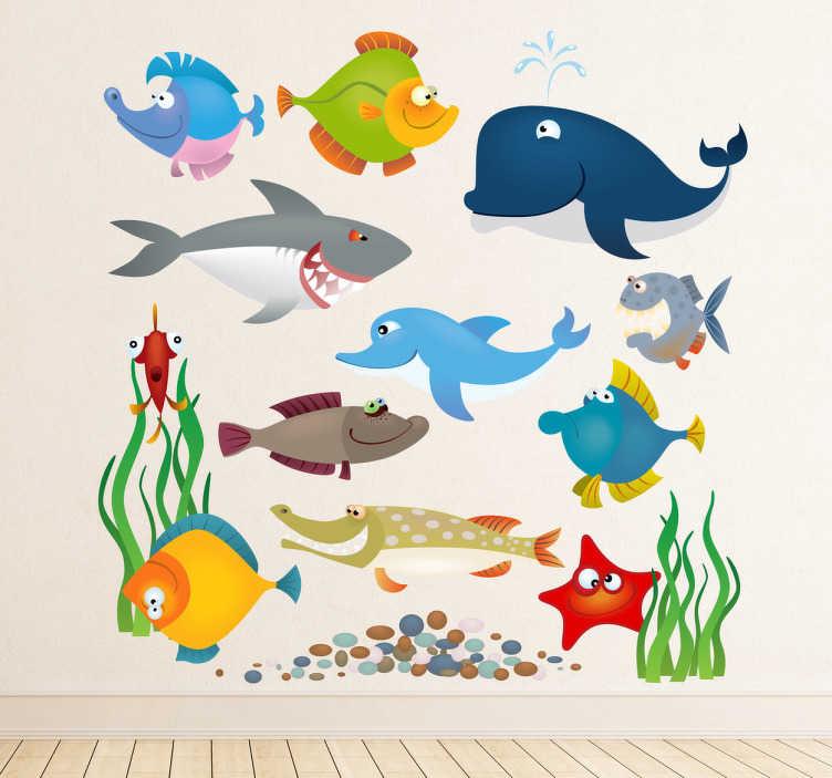 TenStickers. Akvarijske živali otroci nalepke. Lepo nalepko, ki prikazuje različne morske bitje iz naše zbirke pod nalepkami morske stene! Lahko uporabite ta niz nalepk za okrasitev katerega koli prostora doma.