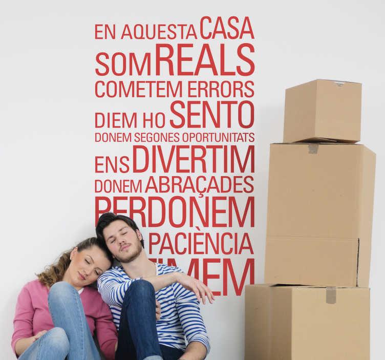 """TenVinilo. Vinilo decorativo aquesta casa. Adhesivo de un texto en catalán que cita los valores positivos de un hogar. Frases como """"En aquesta casa som reals"""", """"ens divertim"""", """"donem abraçades"""" o """"perdonem"""" son algunas de las frases que puedes encontrar para decorar las paredes del hogar en tu idioma."""