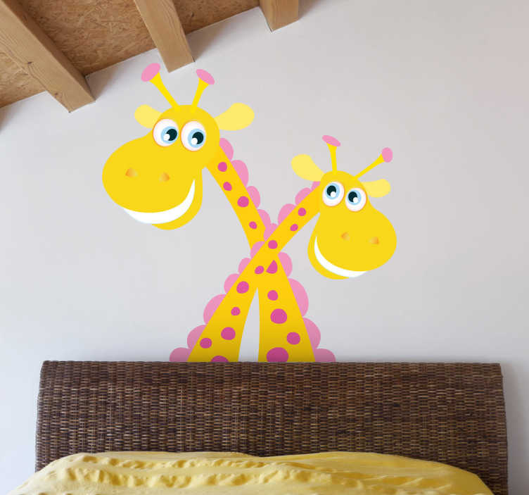 TENSTICKERS. 十字架のキリンの子供のステッカー. お互いに絡み合った2つのカラフルな笑顔のキリンの素晴らしい動物の壁のステッカー。子供の寝室や託児所を飾るためのすばらしいキリン壁のステッカーで、すべての人に楽しい雰囲気を作り出します。