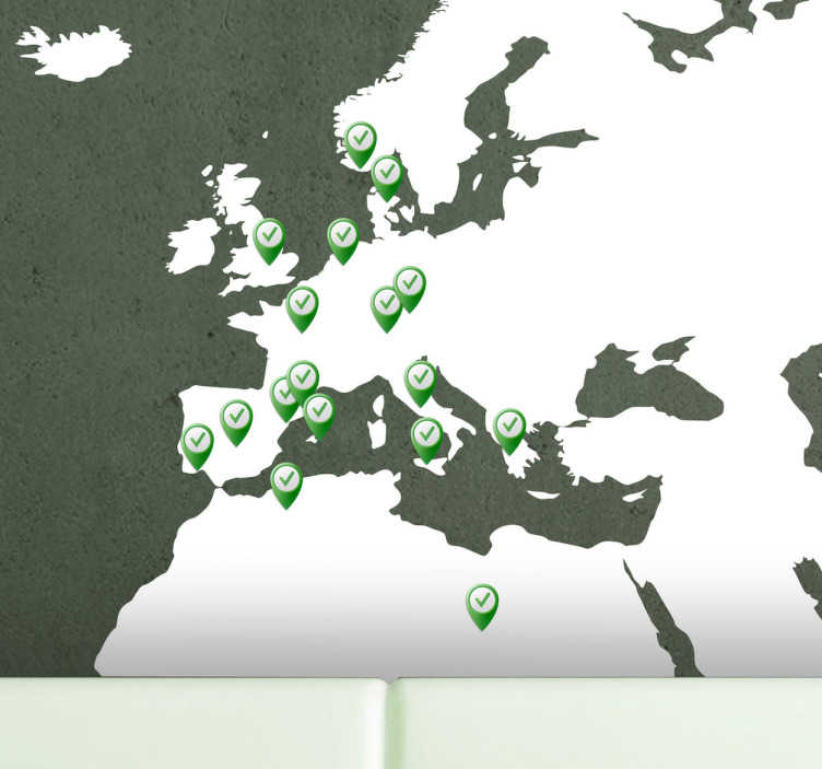 TenStickers. Naklejka mapa z pinezkami. Naklejka dkoracyjna przedstawiająca mapę Eurpy z pinezkami w miejscach w których chcą klienci. Naklejki na ścianę dostosowane do potrzeb klienta.
