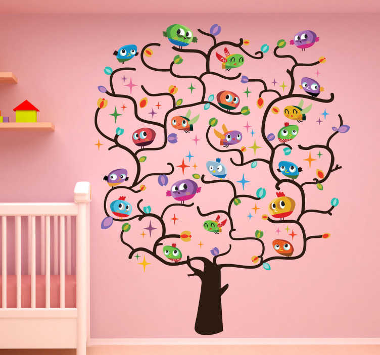 Tenstickers. Lapset lintupuuseinä tarra. Lasten seinätarrat - alkuperäinen leikkisä ja värikäs seinämaalaus puusta, joka on täynnä lintuja. Ihanteellinen lastenhuoneiden tai lastentarhojen sisustamiseen.