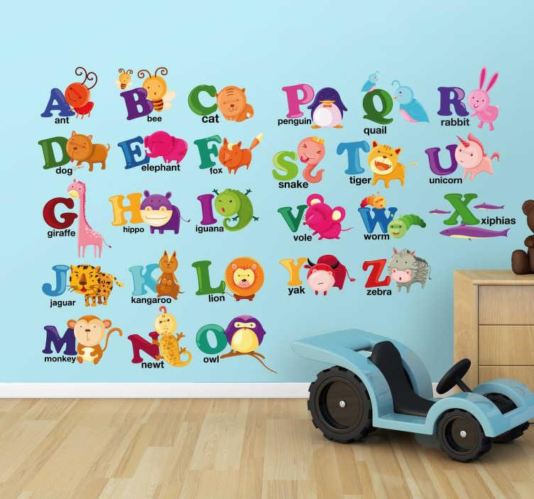TenStickers. 야생 동물 알파벳 벽 스티커. 알파벳 벽 스티커 - 세계 각지의 좋아하는 동물과 함께 자녀에게 알파벳을 가르쳐줍니다.