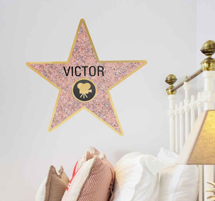 TenStickers. Personalisierbares Wandtattoo Hollywood Stern. Fühlen Sie sich wie ein Star! Lassen Sie einen Aufkleber des Sterns auf dem Walk of Fame mit Ihrem Namen anfertigen!