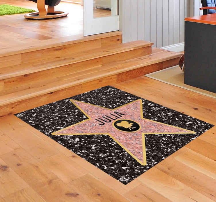 TenStickers. Personalisierbarer Aufkleber Stern Hollywood. Werden Sie mit diesem faszinierenden Aufkleber selber zum Star auf dem Walk of Fame in Ihrem Zuhause. Online-Kauf + Garantie