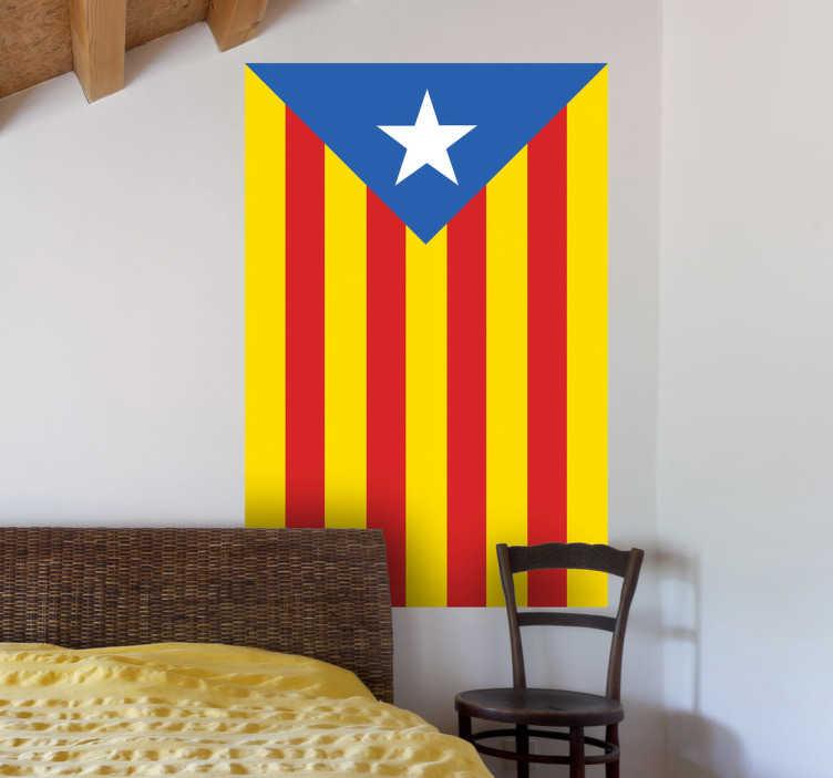 TenVinilo. Adhesivo decorativo estelada. Si sueñas con una futura República Catalana independiente hazte con esta pegatina.