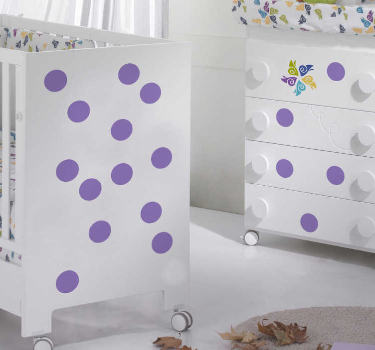 TenStickers. Wallstickers baby polkaprikker. Små polkaprikkede klistermærker som vil tilføje et sødt touch. Vælg den farve du ønsker, at dekorere dit børneværelse i, vi har mere end 50 forskellige.