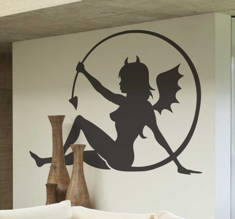 TenStickers. Djævelen kvindelig mur mærkat. En original væg klister, der viser en silhuet af en kvinde klædt som en djævel. Det er en perfekt dekoration til dit soveværelse!