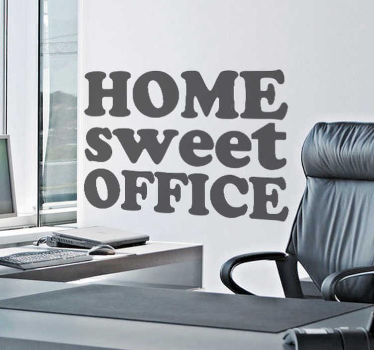 """TenVinilo. Vinilo decorativo home sweet office. Motiva al personal con este divertido texto adhesivo en el que se aprovecha un refrán en inglés para que decir """"hogar, dulce oficina""""."""