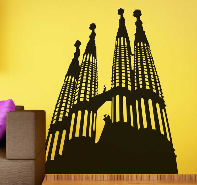 TenVinilo. Vinilo decorativo silueta Sagrada Familia. Vinilos del skyline de Barcelona, en concreto este emblemático edificio de Gaudí, el elemento arquitectónico más reconocible de la Ciudad Condal. Visita la ciudad sin moverte de casa con uno de nuestros diseños de vinilos Barcelona más espectaculares.