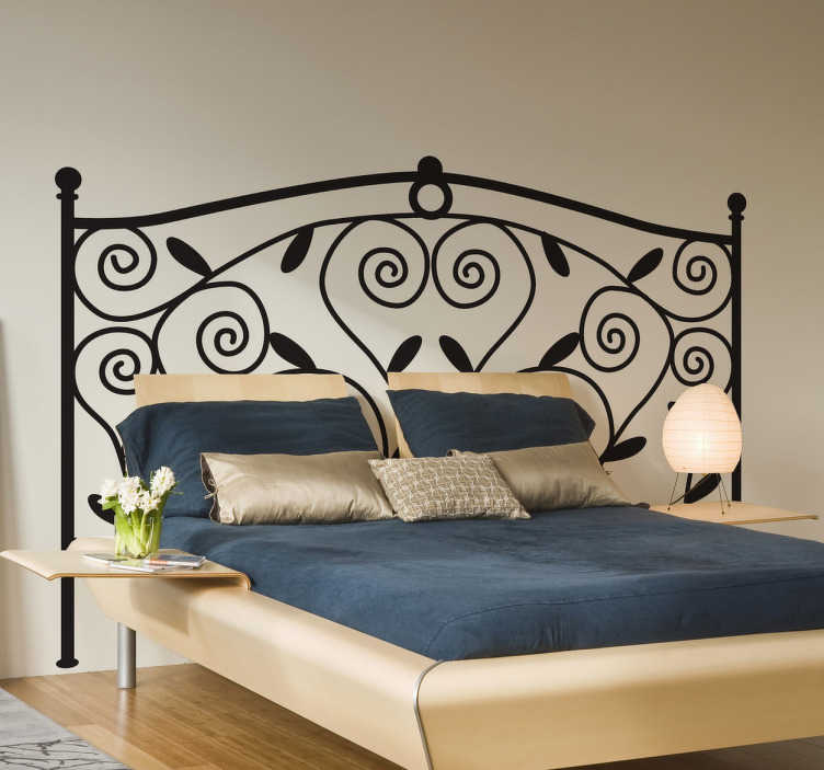 TenStickers. Muursticker hoofdeinde bed smeedijzer. Deze sticker omtrent een smeedijzeren ontwerp voor het hoofdeinde van uw bed. Prachtige originele decoratie voor uw slaapkamer.