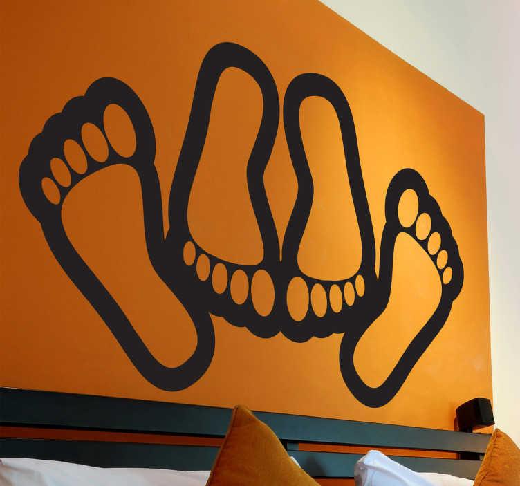 TenStickers. Sticker liefde bedrijven voeten. Een leuke muursticker waarop u de voeten van een koppel ziet dat de liefde bedrijft. Een sensationele en elegante wandsticker voor op uw slaapkamer!