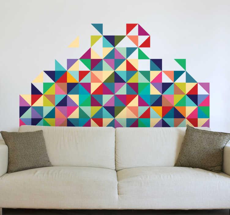 Tenstickers. Geometrisk dekonstruksjon moderne veggmaleri. Denne geometriske veggmåleren er en original og fargerik design av trekantede og firkantede mønstre, fra vår moderne veggklistremerke samling. Denne designen gir en livlig atmosfære til ethvert soverom, spisestue eller stue takket være sine mange levende farger.