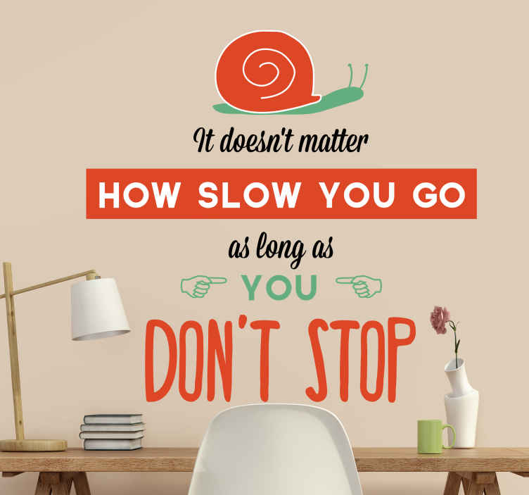 "TenStickers. Vinil decorativo inglês dont stop. Sticker ""It doesn't matter how slow you go as long as you don't stop"" que significa ""não importa o quão lento possas ir, desde que que não pares""."