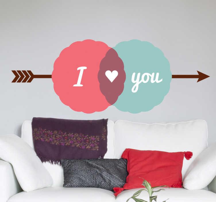 TenStickers. Naklejka I love you. Urokliwa naklejka na ścianę przedstawiająca strzałę z napisem I love you. Znakomite dobranie łagodnych barw oraz ciekawy projekt nadadzą stylu każdemu pomieszczeniu.