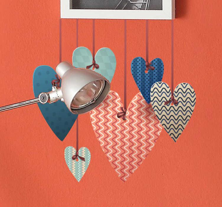TenVinilo. Adhesivo decorativo colgado de amor. Elegante diseño en vinilo de varios corazones con texturas atados al techo con hilos.