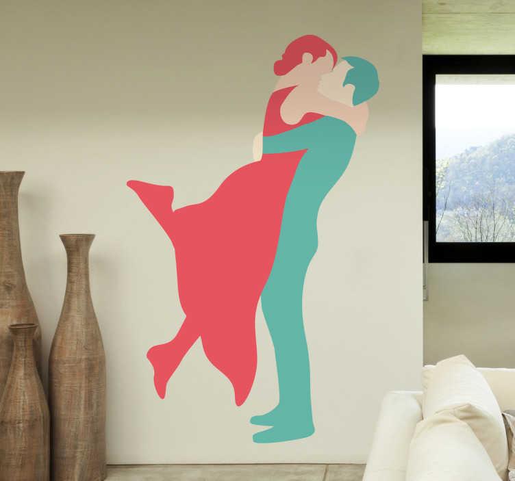TenStickers. Naklejka gorące powitanie. Romantyczna naklejka dekoracyjna przedstawiająca całującą się parę. Połaczenie błękitu i malinowego różu ukazuje sylwetkę mężczyzny i kobiety.