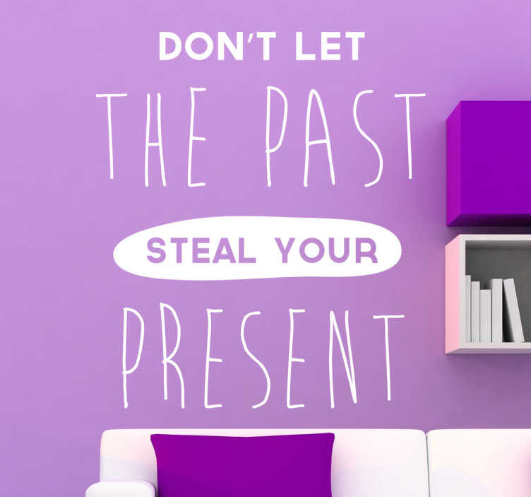 TenStickers. Autocolante decorativo de texto steal your present. Apresentamos este autocolante decorativo de texto '' Don't let the past steal your present'', traduzindo '' Não deixes o passado roubar-te o presente''.