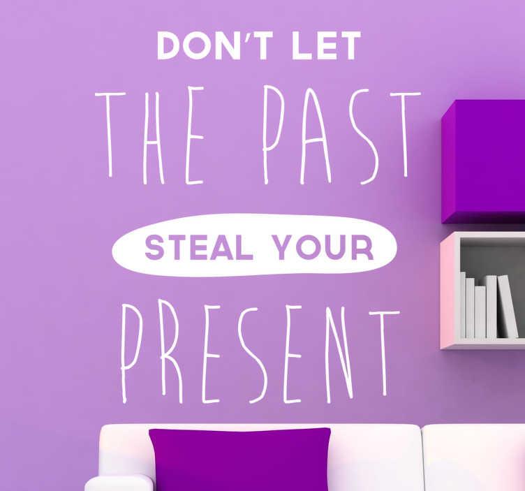TenStickers. Steal Your Present tekst muursticker. Motivatie quote tekst muursticker met de tekst ¨Don´t let the past steal your present¨! Raak gemotiveerd door deze muursticker en begin jouw dag goed!