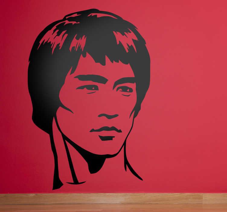 TenVinilo. Adhesivo decorativo Bruce Lee. Vinilos orientales para los amantes de la cultura oriental y sus artes marciales. Hazte con este espectacular vinilo decorativo del rostro de Bruce Lee para decorar tu hogar, el gimnasio o tu dojo.