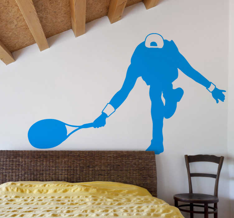 TenStickers. Wandtattoo Tennisspieler Sport. Wandtattoo eines Tennisspieler, der gerade auf einen Ball zu läuft - Wandgestaltung für Ihr Zuhause.