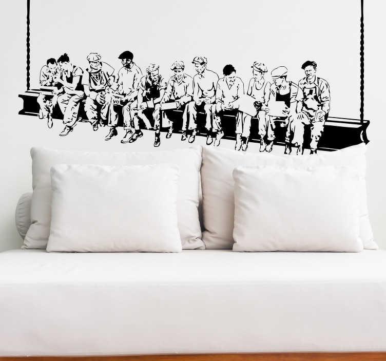 TenStickers. 뉴욕 노동자 벽 스티커. 건설 노동자를 휴식에 보여주는 20 세기 초반에서 유명한 흑백 그림을 기반으로하는 환상적인 단색 벽 스티커.