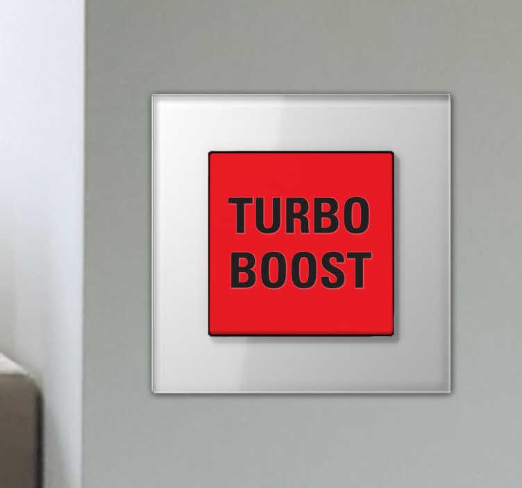 TenStickers. Naklejka na włącznik światła Turbo boost. Naklejka dekoracyjna, którą możesz umieścić na włączniku światła z czarnym tekstem 'Turbo boost' na czerwonym tle.