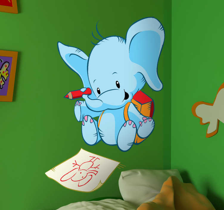 TenStickers. Elefant als Schüler Aufkleber. Ein kleiner blauer Elefant mit Rucksack, der sich selber malt. Mit diesem Wandtattoo können Sie die Wand im Kinderzimmer dekorieren.