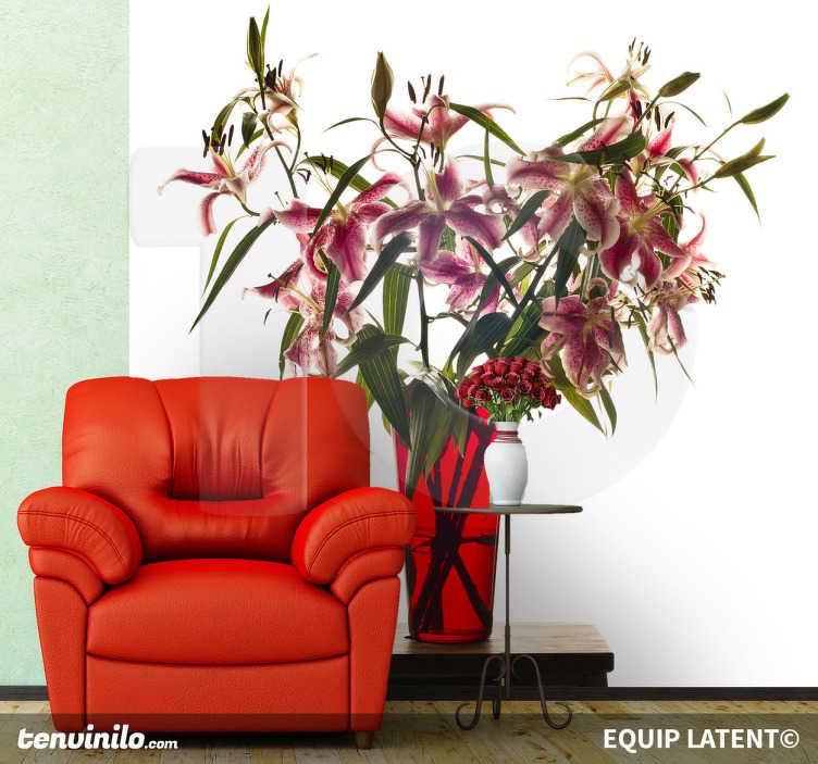 TenStickers. Naklejka wazon z kwiatami. Realistyczna naklejka na ścianę w formie zdjęcia przedstawiająca bukiet kwiatów w szklanym, czerwonym wazonie. Obrazek został wykonany przez fotografa Estudi Latent.