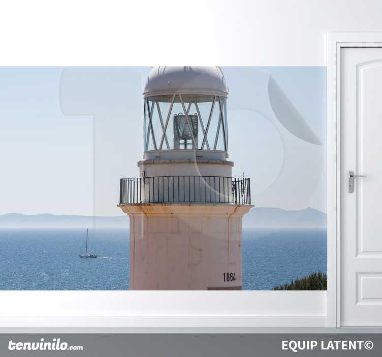 TenStickers. Fototapeta latarnia morska. Fototapety z latarnią morską. Fototapeta dostępna w kilku rozmiarach. Naklejki na ścianę. Morska fototapeta.