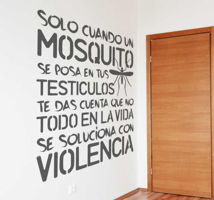 TenVinilo. Vinilo decorativo mosquito testículos. Ponle un poco de humor las paredes de tu casa con este texto en adhesivo monocolor.