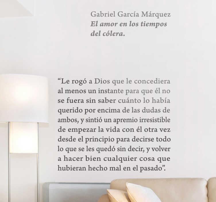 TenVinilo. Vinilo decorativo amor tiempos cólera. Convierte las paredes de tu casa en un página de libro del genial premio nobel colombiano con este adhesivo.