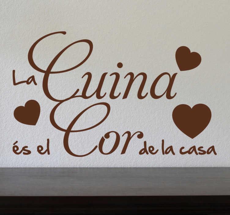 TenVinilo. Vinilo decorativo cor de la casa. Remarca cuál es el verdadero corazón de tu hogar con este bonito texto adhesivo en catalán.