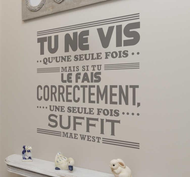 TenStickers. Sticker texte Mae West. Profitez de chaque instant avec la célèbre citation de Mae West sur sticker.