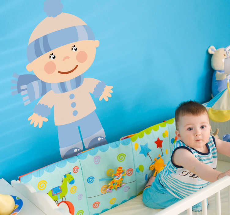 TenStickers. Sticker enfant bébé neige. Un bébé emmitouflé dans son écharpe et son bonnet pour affronter l'hiver. Un sticker original et coloré pour décorer la chambre de votre petit garçon.