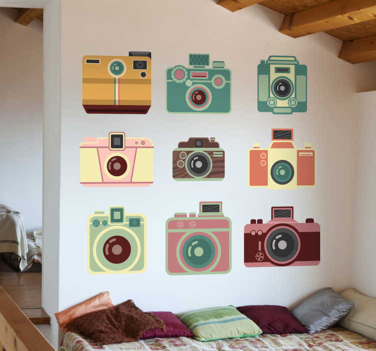 Tenstickers. Sisustustarra värikkäät kamerat. Sisustustarra värikkäät kamerat. Hauska seinätarra, jossa on yhdeksän omaperäisen erilaista, värikästä kameraa.