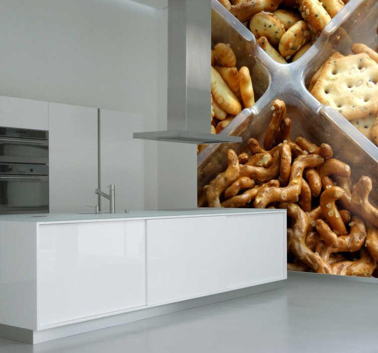 TenStickers. Naklejka na ścianę krakersy. Wyjątkowa naklejka na ścianę przedstawiająca fotografię krakersów. Na sam widok naklejki zaostrzy Ci się apetyt. Interesujacy pomysł na dekorację kuchni.