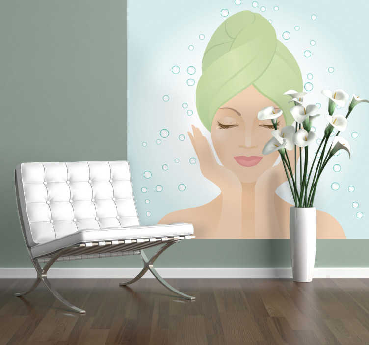 TenStickers. Sticker dame douche verzorging. Muursticker van een dame met een handdoek rond haar hoofd gewikkeld. Een leuk idee voor de decoratie van uw winkel gerelateerd aan verzorging.