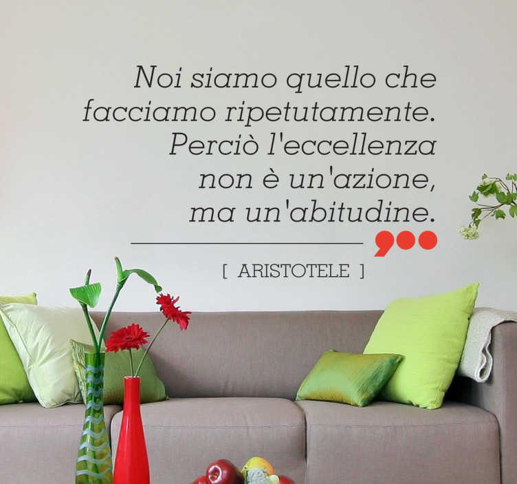 TenVinilo. Vinilo decorativo eccellenza Aristóteles. Versión en italiano de esta frase atribuida a una de los filósofos griegos más reconocidos en adhesivo.