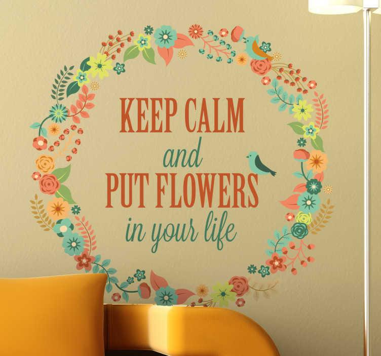 """TenStickers. Naklejka dekoracyjna put flowers life. Naklejka dekoracyjna z elegancką koroną złożoną z kwiatów, która otacza napis w języku angielskim """"Zachowaj spokój i wprowadź kwiaty do swojego życia""""."""