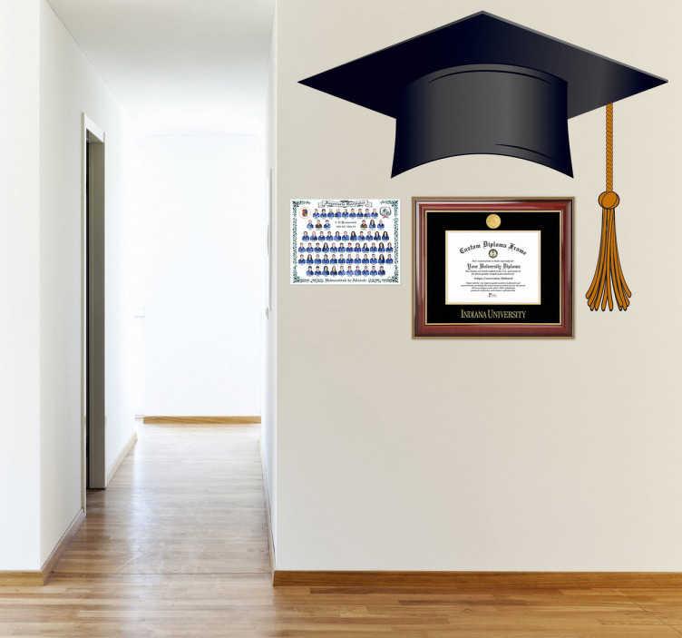 TenStickers. Naklejka Biret kapelusz uczelni. Naklejka przedstawiająca biret, kapelusz academicki, który oznacza ukończenie studiów. Z dumą będzie ozdabiał pomieszczenia do nauki lub pokoje młodzieżowe