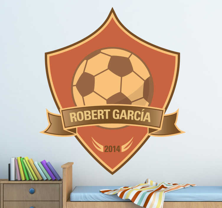 TenStickers. Sticker personaliseer voetbal eigen naam. Een leuke wandsticker van een prachtig logo met een voetbal en hierin je eigen naam en het gewenste jaartal.