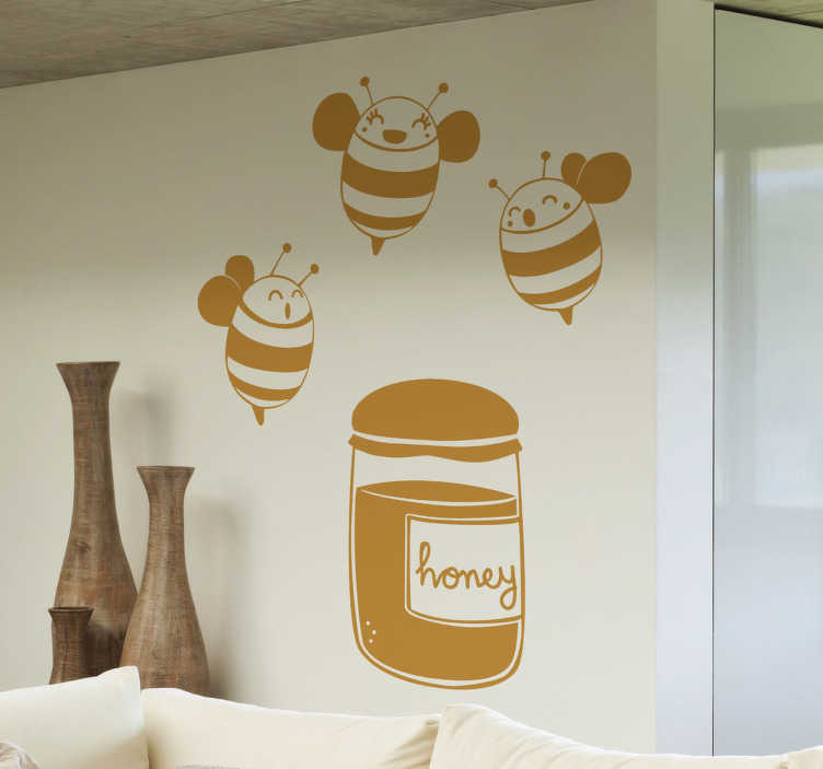 TenStickers. Adesivo cameretta api sul miele. Sticker decorativo che raffigura tre simpatiche api che ronzano al di sopra di un vasetto di miele. Un disegno originale di Jaume Salés.