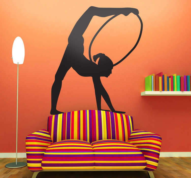 TENSTICKERS. フープの体操の壁のステッカー. オリンピックの壁のステッカー - フープで演奏する女性の体操のイラストを含むシルエットのデカール。あなたのサイズと色を選択してください。