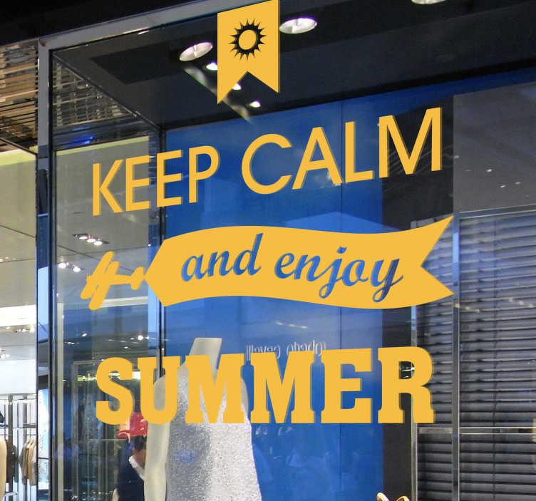 """TenStickers. Vinil decorativo keep calm verão. Vinil decorativo da famosa expressão """"keep calm"""" que diz """"tem calma e aproveita o verão"""". Adesivo de parede ou vidro para decoração."""