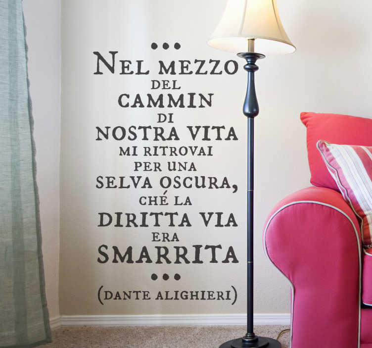 TenStickers. Sticker decorativo Dante Alighieri. Adesivo murale con la celebre frase d'inizio della Divina Commedia di Dante Alighieri. Una decorazione di gran classe per le pareti del soggiorno.