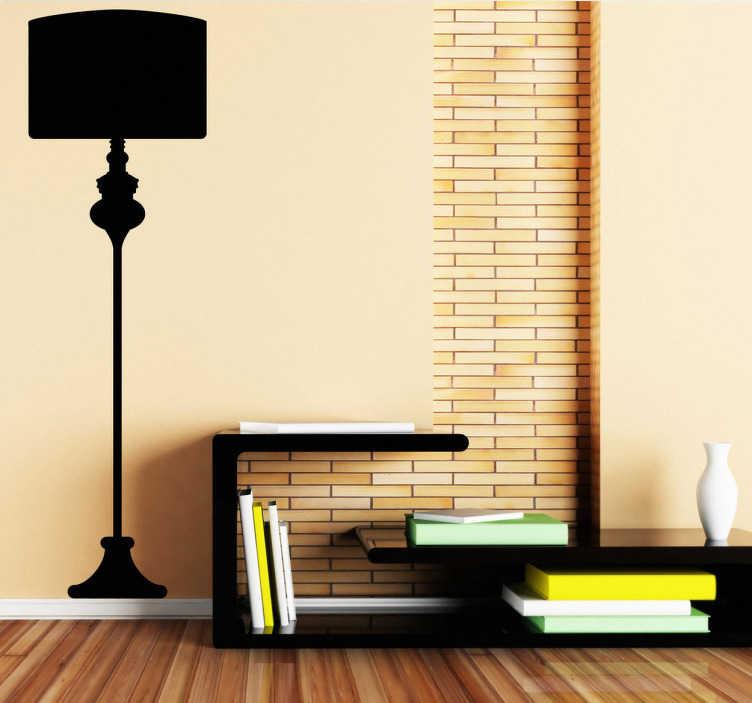 TENSTICKERS. フロアランプウォールステッカー. シンプルでオリジナルのフロアランプのシルエットの壁のステッカー。あなたの選択のサイズと色を選択し、シンプルでクラシックなヴィンテージの美しさであなたの家を飾る。この背の高いランプのデザインはあらゆる平面に適用され、あなたの家のインテリアにその小さなものを追加するのに最適です。